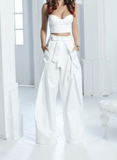White wide pants that look like a skirt White Wide Leg Pants, Wide Pants, High Waisted Palazzo Pants, High Waisted Shorts, Bustier Top, Bustiers, Crop Top Outfits, White Outfits, Stylish Jeans