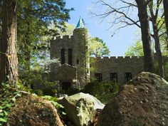 This road trip will take you across the state to visit and see all the castles that are here in North Carolina. Lake Norman North Carolina, North Carolina Mountains, Chapel Hill North Carolina, North Carolina Attractions, Places To Travel, Places To Visit, Photography North Carolina, Chapel Hill Nc, East Tennessee