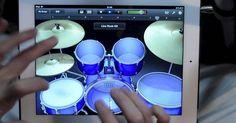 Desde hace un tiempo todos los músicos fueron felices al conocer l aplicación para Ipad llamada GarageBand, en la cual puedes tocar diferentes instrumentos desde tu tablet, ajustando el tono y el tipo devariedad de intrumento que desees. El usuario de Youtub AppleMan, comenta que en realidad el es un baterista profesional, solo que le es imposible tener su batería en casa por el ruido que ocasiona y el espacio que ocupa, por lo que entre sus ganas de tocar en la noche y un poco de ocio…