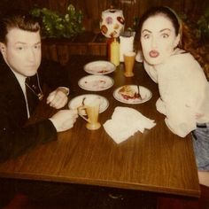 David Lynch and Madchen Amick on the set of Twin Peaks