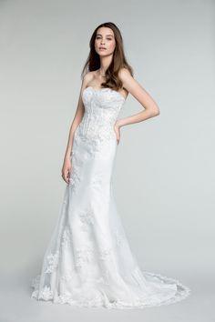 La magnifique robe Caldenia à partir de 399€ ! #dress #white  #woman #femme #shoot #shooting #model #mode #fashion #tati #inspiration #mariage #wedding