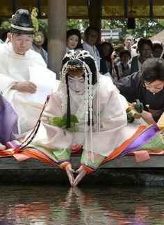 京都・葵祭の無事願う 斎王代、十二単で御禊の儀 - 共同通信