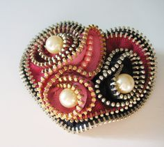 Etsy の Heart with Pearls Zipper Brooch Pin by redyarn