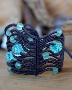 TOMENTOSA MACRAME - Macrame Bracelet with glass beads that glow in the...