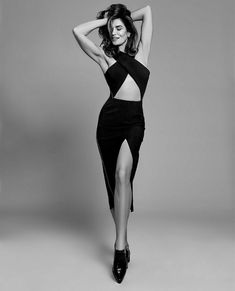Photography Poses : Cindy Crawford in amazing black dress with bare abs - Dear Art Model Poses Photography, Lifestyle Photography, Editorial Photography, Photography Hacks, Glamour Photography, Fashion Model Poses, Fashion Shoot, Editorial Fashion, Top Model Poses