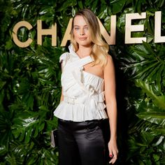 Here a duo confess to being the poison pens behind Socialite Rank! They tell us who they are, how the game was rigged, and why they did it. Hollywood Makeup, Hollywood Star, New York Socialites, Fashion Show, Fashion Looks, New Fragrances, Margot Robbie, Celebs, Celebrity