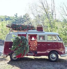 By committing to the van movement, people are making major life decisions. Emptying their parents' bank accounts. Everything manzara Living-In-Van-Life-Travel-Photography Volkswagen Bus, Vw Camper, Vw Caravan, Vw T1, Volkswagen Beetles, Christmas Minis, Christmas Photos, Winter Christmas, Xmas