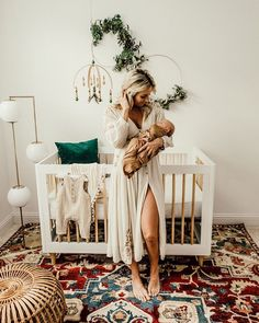 Boho Nursery With A White Crib – Babies Boho Nursery, Nursery Neutral, Girl Nursery, Natural Nursery, Newborn Nursery, Simple Baby Nursery, Babies Nursery, Baby Nursery Themes, Nursery Crib