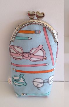 A personal favorite from my Etsy shop https://www.etsy.com/pt/listing/263349199/eyeglasses-case-pen-and-pencilcase