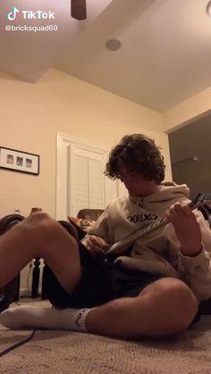 Guitar Tabs Songs, Music Chords, Music Guitar, Playing Guitar, Acoustic Guitar, Gitarrenakkorde Songs, Mood Songs, Guitar Boy, Guitar Chords Beginner