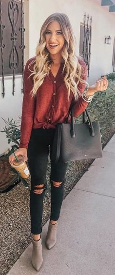 45 Fashionable Fall Outfits To Copy Immediately - Fall Shirts - Ideas of Fall Shirts Fall Shirts for sales. - 45 Fashionable Fall Outfits To Copy Immediately / 29 Fall Winter Outfits, Autumn Winter Fashion, Black Jeans Outfit Winter, Outfits With Black Jeans, Casual Christmas Outfits, Fall Transition Outfits, Casual Outfits, Cute Outfits, Fashion Outfits