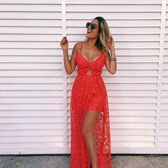 Quer arrasar na noite da virada sem perder o estilo? Aposte em um lindo vestido de renda com fendas! O modelo fica perfeito no corpo. Onde encontrar: (Av.Visconde de Ibituruna n° 380, Loja 45 - Barreiro, bh - MG). #feirashop #lindadefeirashop #moda #modabh #modamineira #modaparameninas #lookdodia #look #trend #tendencia #style #estilo #fashion #vestido #dress #anonovo #reveillon #viradadoano #2017 #bh