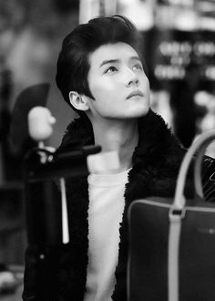 Luhan ah, when I saw you! I was always feeling hurt. I know, that way good for you. But for me (Exo L) I really really wanna cry because you are not Exo's member anymore