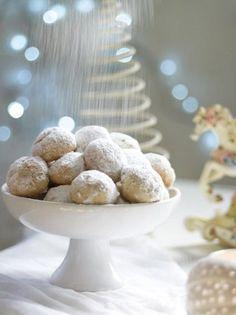 Greek traditional kourabie - www. Greek Sweets, Greek Cooking, Christmas Sweets, Christmas Mood, Christmas Recipes, Xmas, Greek Recipes, Dessert Recipes, Desserts