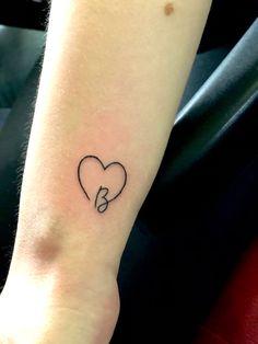 Heart Tattoos On Wrist, Initial Wrist Tattoos, Small Heart Tattoos, Dainty Tattoos, Trendy Tattoos, Small Name Tattoo, Smal Tattoo, Name Tattoos, Finger Tattoos