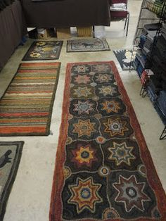 Star runner Cathy Stephan pattern Red Barn Rugs  Please give designers credit!