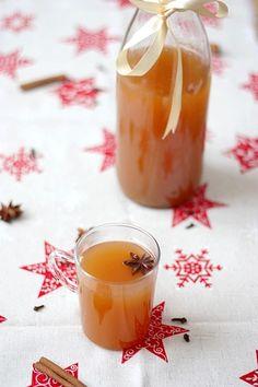 Jus de Pomme aux Epices de Nol / Spicy Apple Juice for Christmas. Tea Recipes, Brunch Recipes, Smoothie Recipes, Smoothies, Christmas Brunch, Christmas Drinks, Christmas Holidays, Homemade Cider, Jus D'orange