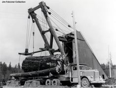 Skookum Logging Co Kenworth ca. Logging Equipment, Heavy Equipment, Vintage Trucks, Old Trucks, Old Pictures, Old Photos, Log Saw, Earth Sheltered Homes, Wood Lumber