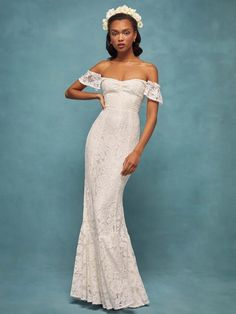 After releasing its spring line, Reformation just launched its Summer 2019 Wedding collection. Made for brides, guests and bridesmaids, the range offers up dreamy dresses great for those sunny events. From lace gowns to floral Bridal Wedding Dresses, Bridesmaid Dresses, Prom Dresses, Bride Dresses, Wedding Bells, Bridesmaids, Fairytale Dress, Fabulous Dresses, Event Dresses