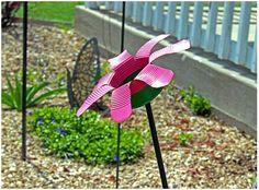 Tin Can Flower bird feeders Tin Can Flowers, Metal Flowers, Flowers Garden, Tin Can Crafts, Diy And Crafts, Tin Can Art, Flower Bird, Yard Art, Bird Feeders