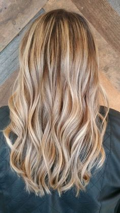Beach wave highlights The Effective Pictures We Offer You About long platinum blonde hair A quality Blonde Hair Looks, Blonde Hair With Highlights, Brown Blonde Hair, Platinum Blonde Hair, Beach Highlights, Balayage Highlights, Golden Blonde Hair, Rose Blonde, Golden Highlights