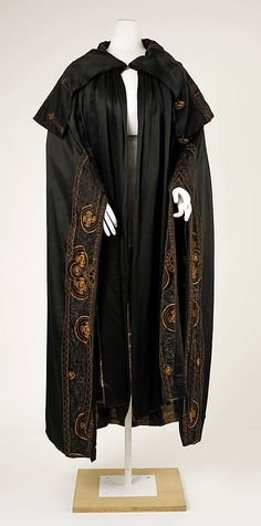 Cape. 1912, French. House of Worth. Source: Met Museum.