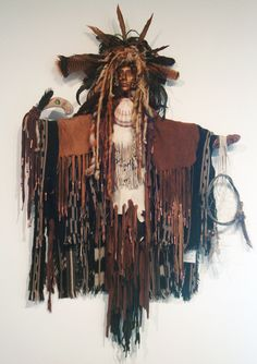 native american spirit doll pictures at DuckDuckGo Larp, Native American Dolls, Spirited Art, Voodoo Dolls, American Spirit, Assemblage Art, Gourd Art, Expo, Native Art