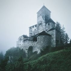 """landscape-photo-graphy: """" Photographer Kilian Schönberger Showcases the Medieval Beauty Castles From The Brothers Grimm Fairytale Homeland, Germany Seguir leyendo """""""