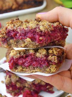 Raspberry Oatmeal Bars, Oatmeal Bars Healthy, Baked Oatmeal, Oatmeal Cups, Easy Oatmeal Bars, Raspberry Filling, Oatmeal Cookies, Healthy Breakfast Recipes, Healthy Desserts