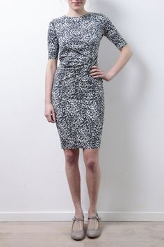 http://www.todayisagoodday.be/people-tree-abigail-abstract-dress-navy.html