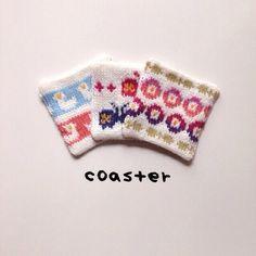 棒針編みのコースターです。裏地は布になっています。アヒル、蝶、花をイメージしたデザインです☻3枚セット約11×10.5cm全て一点ものです。6枚セ...|ハンドメイド、手作り、手仕事品の通販・販売・購入ならCreema。