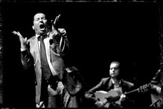 "singer ""El Vareta"", in the show 'Boboterias "" De Triana a la Tres Mil "" ' : by Stéphane Barbier, photographer"