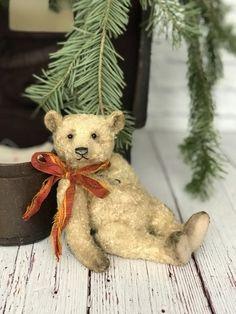 Teddy Bear Cartoon, My Teddy Bear, Cute Teddy Bears, Christmas Teddy Bear, Cozy Christmas, Rustic Christmas, Antique Teddy Bears, Plush Animals, Stuffed Animals