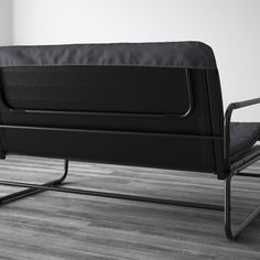 This sofa quickly and easily transforms into a spacious bed for two. A tense fabric makes it nice to sit and sleep on, and its lightweight - perfect when cleaning or rearranging furniture. Convertible 2 Places, Sofa Cama Ikea, Ikea Co, Built In Sofa, Beds For Small Spaces, Les Bons Coins, Futons, Furniture, Ikea Bed