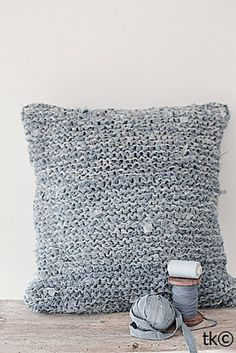 If you've ever wondered what other fabrics you might be able to crochet with, think about your old jeans!  Forever Love, a pretty Norwegian blog, shares this crafty idea for turning your old jeans into a crocheted pillow!  Pure awesomeness!