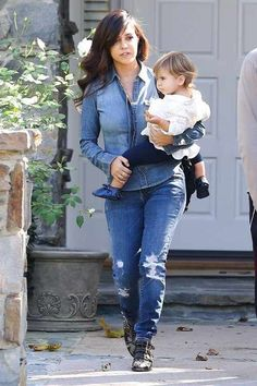 Kourtney Kardashian and her daughter Penelope Disick Kardashian Beauty, Kardashian Style, Kardashian Jenner, Kourtney Kardashian, Khloe K, Scott Disick, Her Style, Runway Fashion, Celebrity Style