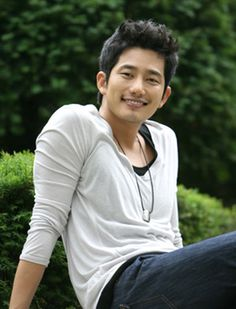 """Actor Park Si-hoo voted the """"prettiest"""" man on a Japanese Web site-INSIDE Korea JoongAng Daily"""
