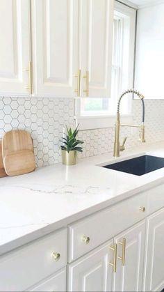 White Kitchen Decor, Home Decor Kitchen, Home Kitchens, White Kitchen Designs, Gray And White Kitchen, Neutral Kitchen, Transitional Kitchen, Modern Farmhouse Kitchens, Black And White Backsplash