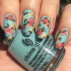 Vintage floral rose spring blue nails nail art pattern