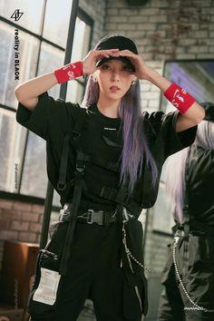 Mamamoo Reality in BLACK phototeaser wallpaper Moonbyul Kpop Girl Groups, Korean Girl Groups, Kpop Girls, Kpop Outfits, Mode Outfits, Wheein Mamamoo, Solar Mamamoo, Kpop Fashion, K Idols