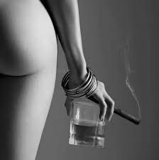 female form black and white photography Cigars And Women, Women Smoking Cigars, Cigar Smoking, Smoking Girls, Good Cigars, Cigars And Whiskey, Cigar Art, Parisienne Chic, Inspiration Tattoos