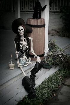 Dark Outdoor Halloween Decorations Ideas
