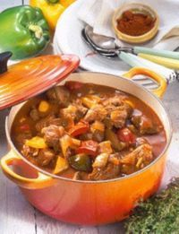 Ungarisches Paprika-Gulasch Our popular recipe for Hungarian Paprika goulash and more than more free recipes on LECKER. Healthy Meats, Healthy Meat Recipes, Clean Eating Recipes, Beef Recipes, Cooking Recipes, Potted Meat Recipe, Meat Recipes For Dinner, Hungarian Recipes, Hungarian Food