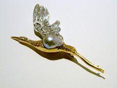 spilla anni 70 in oro bianco e giallo con perla australiana e diamanti