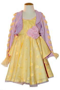 LARRANA. Espectacular vestido adornado con broche en flor y chaqueta a juego. Tejido exclusivo