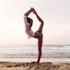 35 Ideas For Yoga Beach Poses Products Yoga Inspiration, Fitness Inspiration, Style Inspiration, Yoga Photography, Outdoor Photography, Lifestyle Photography, Yoga Meditation, Yoga Flow, Yoga Fitness