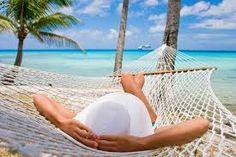 Relajandose en la playa, eso si, en una hamaca   http://hamacamania.com/hamacas-con-separador-de-madera/283-hamaca-con-separador-newvirgin.html