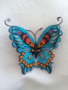 Quilling ideas jewelry, possible broach? Quilling Butterfly, Arte Quilling, Paper Quilling Flowers, Paper Quilling Jewelry, Paper Quilling Patterns, Quilled Paper Art, Quilling Paper Craft, Paper Butterflies, Paper Crafts