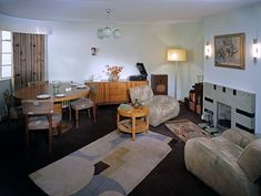 1930s Room, Geffrye Museum, which represents a middle-class Londoner's living room in the 1930's.