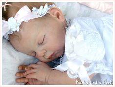 Bonecas feitas a mao com material importado todos os detalhes de um bebe de verdade...